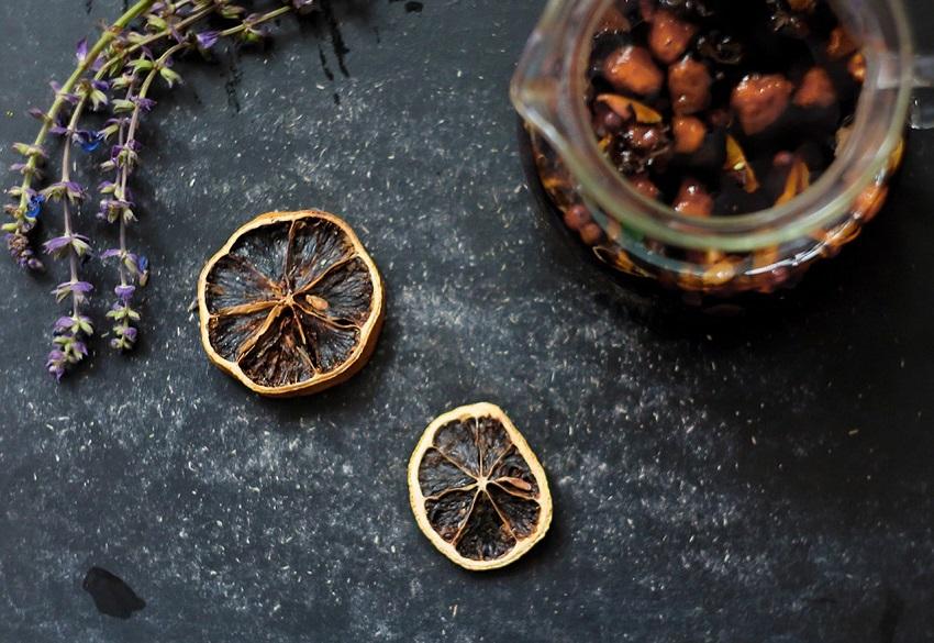 Recepty s vůní podzimu: ovoňte si náladu domácím pečeným čajem