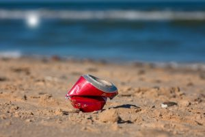 Plechovka na pláži